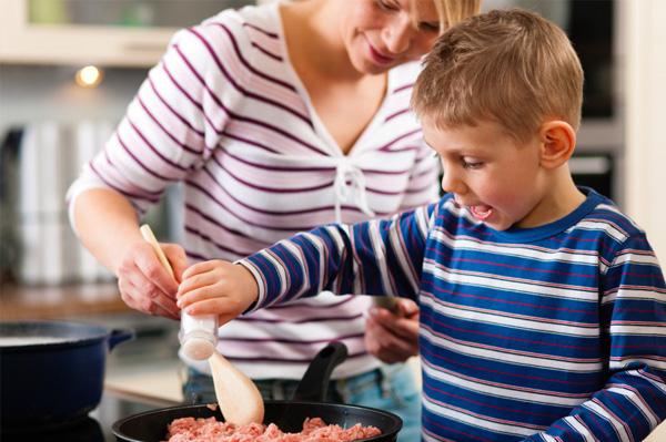 Những hoạt động giúp mẹ và bé trai gắn kết tình cảm