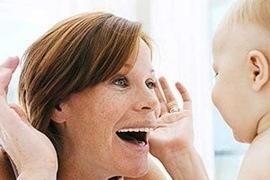 Bí quyết chơi cùng trẻ sơ sinh thúc đẩy con thông minh