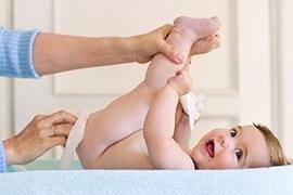 Bao lâu thay bỉm cho bé một lần?