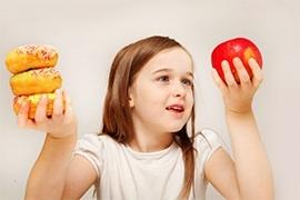 Đây là 10 thực phẩm không nên cho trẻ ăn khi đói