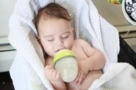 Lý do các mẹ nên chọn bình sữa Comotomo cho...
