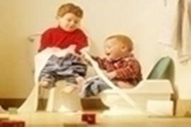 17 điều cần tránh khi tập cho bé ngồi bô vệ sinh