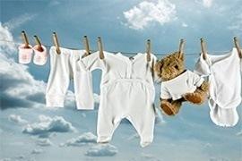 Những điều cần chú ý khi giặt quần áo cho em bé