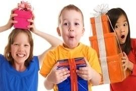 8 gợi ý đồ chơi thú vị làm quà cho trẻ