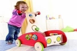 Nên mua xe tập đi cho bé dạng tròn hay dạng...